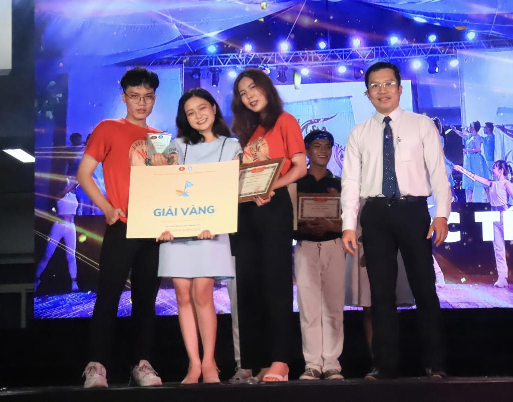 Khoa Quan hệ Quốc tế xuất sắc giành giải Vàng